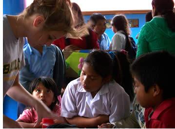 Volontärarbete hjälper dina elever att vara bättre människor